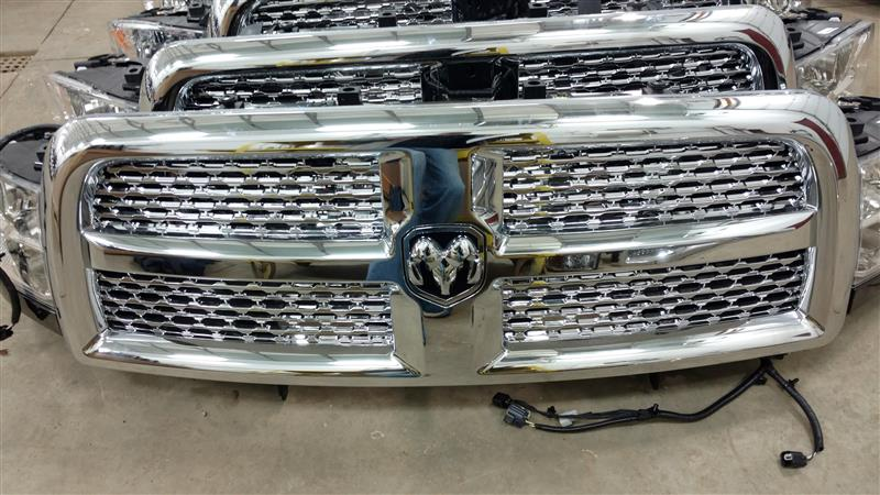 2017 DODGE 3500 PICKUP Grille Laramie (chrome surround with chrome wave inserts)